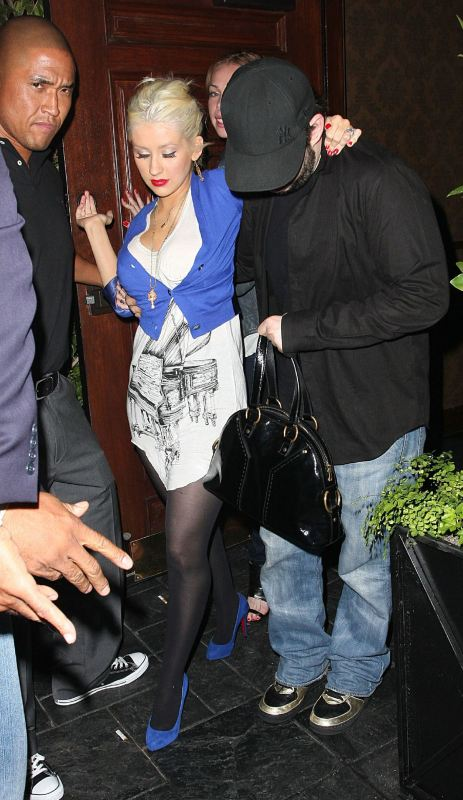 Christina_Aguilera_Leaving_Crown_Palace_Bar__April_30__2008