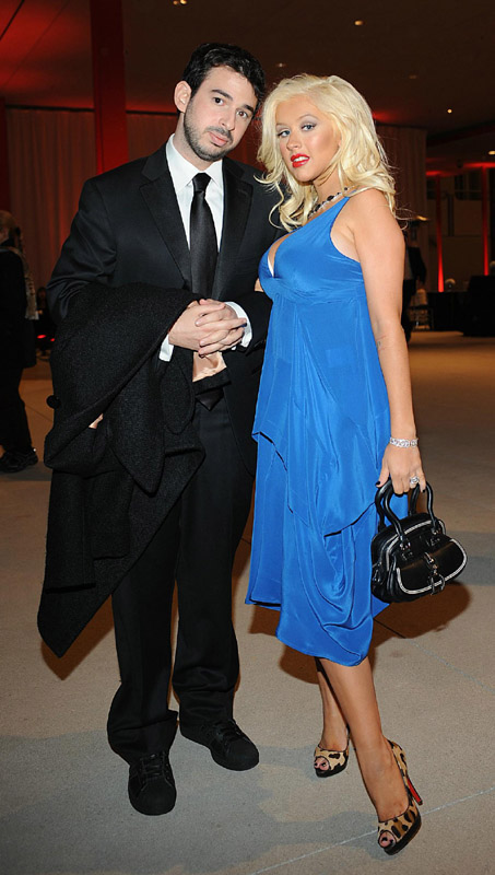 Christina_Aguilera_and_Jordan_Bratman___Opening_Of_The_Broad_Contemporary_Art_Museum_In_Los_Angeles__February_9__2008