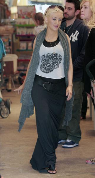 Christina_Aguilera_Shopping_At_Bel_Bambini_In_West_Hollywood__October_6__2007