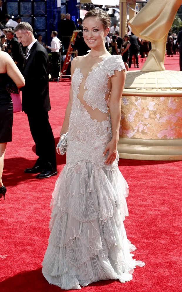 93534_olivia_wilde_2009_emmy_awards-5_122_396lo