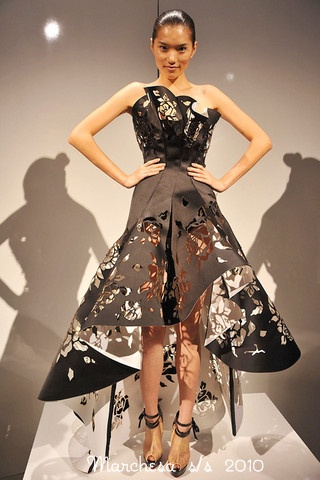 Marchesa-Podium-spring-fashion-2010-022_runway