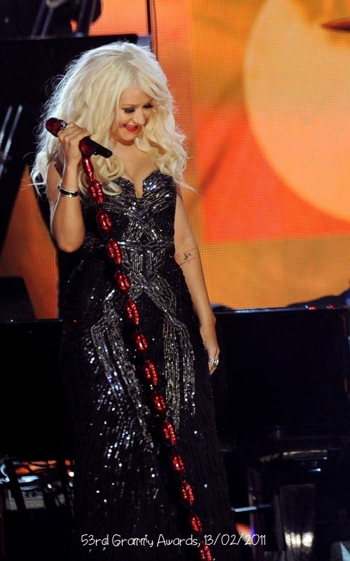 christina aguilera hairstyles 2011. I love her hairstyle,