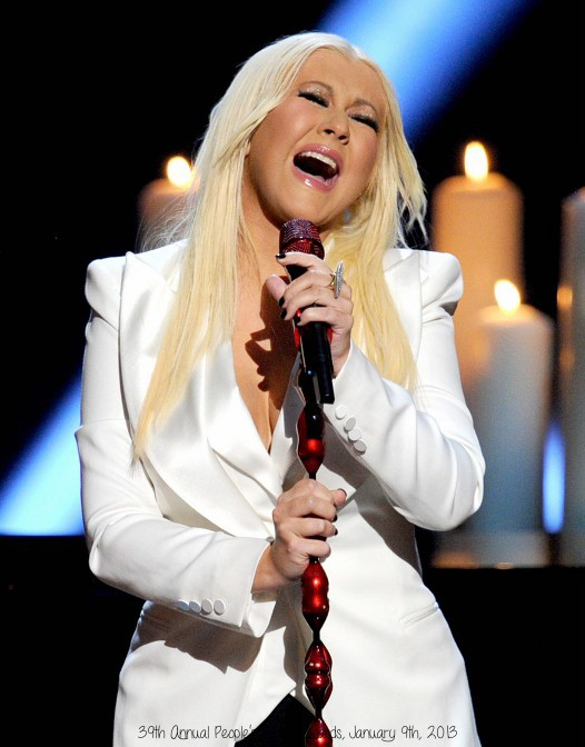 christina-aguilera-peoples-choice-2013-04